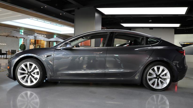 Elon Musk: Tesla unterbricht Produktion des Model 3