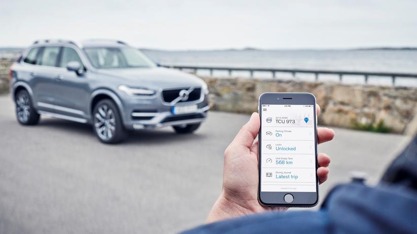 Digitalisierung: Mit dem Smartphone sind Autos heute schon verbunden. Bald wird die Vernetzung noch viel weiter gehen.