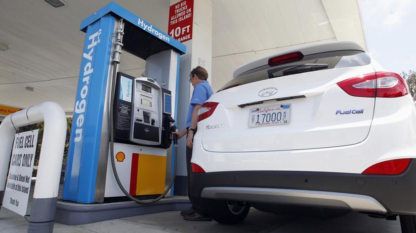 Elektromobilität: Ein Elektroauto mit Brennstoffzelle an einer Wasserstofftankstelle in Kalifornien