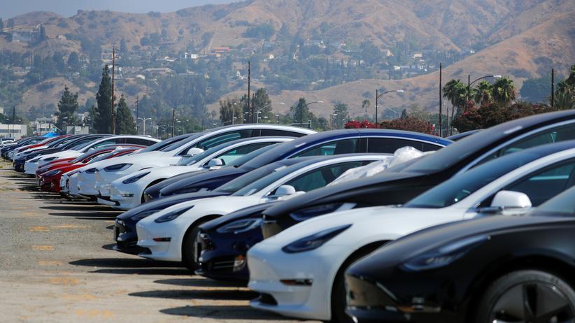 Elektroautohersteller: Tesla macht erstmals seit zwei Jahren Gewinn