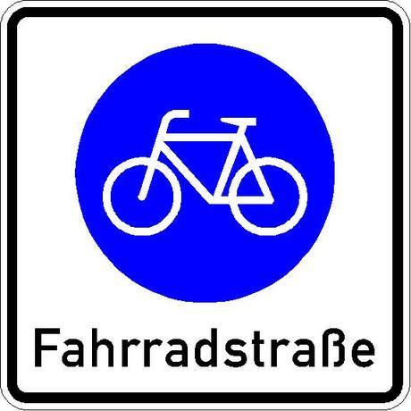 Stadtverkehr: Verkehrsschild zur Kennzeichnung einer Fahrradstraße