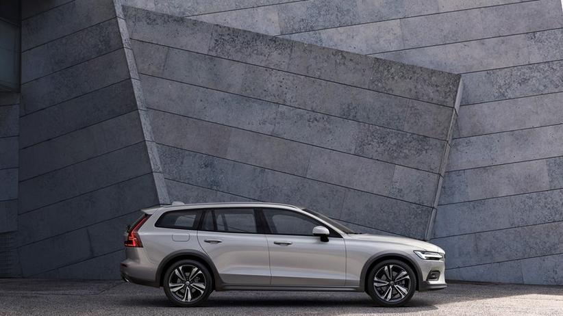 Volvo V60: Viele Autofahrerinnen und -fahrer bevorzugen immer noch einen Kombi wie etwa den V60 von Volvo statt einem SUV.