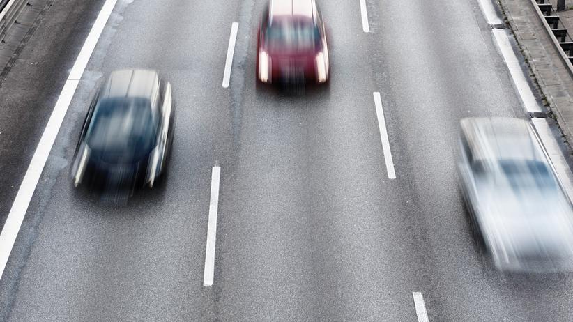 Klimaschutz im Verkehr: Umwelthilfe prüft Chancen für Tempolimit 120