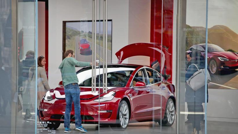 Model 3: Ein Tesla Model 3 wird in Chicago präsentiert.