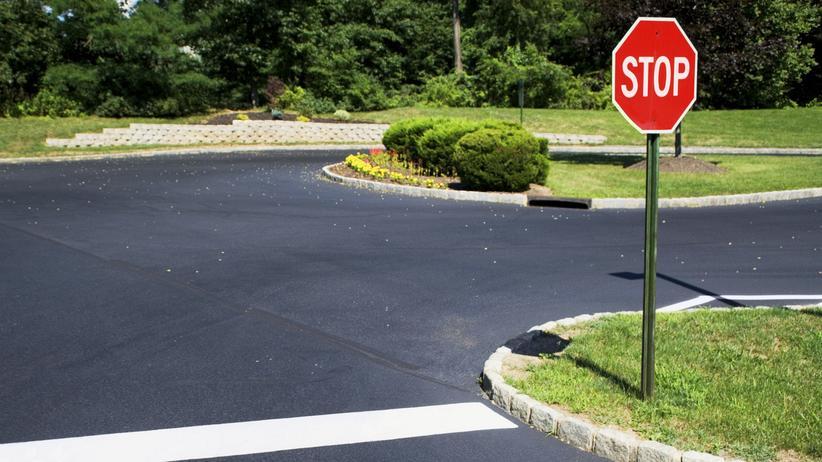 Verkehrsregeln: Muss ich wirklich an jedem Stoppschild halten?