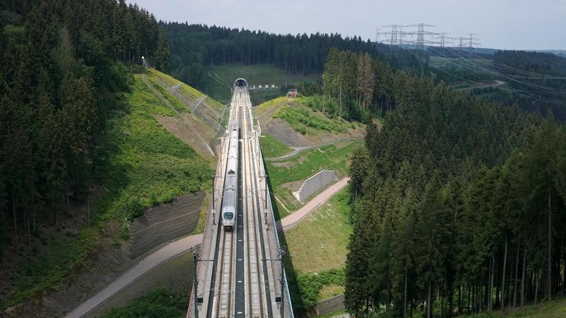 Tarifeinigung: Bahn verständigt sich mit Lokführern auf Tarifvertrag