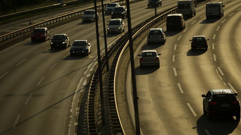 Verkehrspolitik: Bundesregierung lehnt Tempolimit auf Autobahnen ab