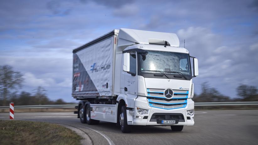 Elektromobilität: Daimler testet bereits eine batterieelektrische Version des Lkw-Modells Actros.