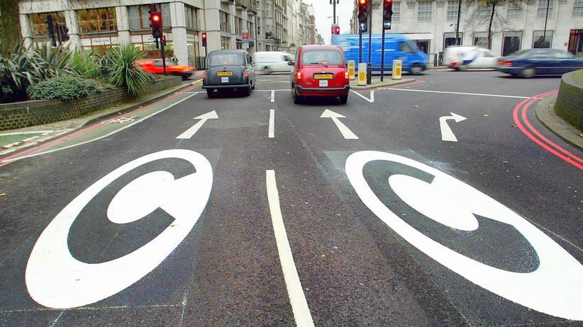 Citymaut: In London zeigt der Buchstabe C: Ab hier müssen Autofahrer Citymaut zahlen.