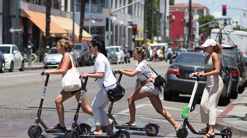 Tilman Bracher: Scooterfahrerinnen in Los Angeles
