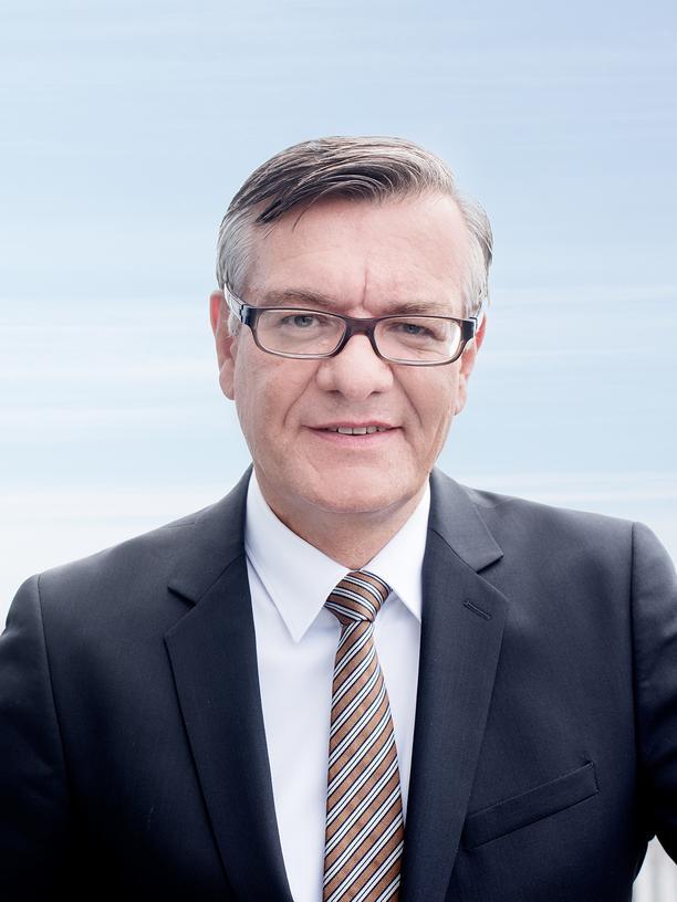 Matthias von Randow ist seit 2011 Hauptgeschäftsführer des Bundesverbands der Deutschen Luftverkehrswirtschaft (BDL). Im Jahr 2008 war er für neun Monate Staatssekretär im Bundesverkehrsministerium. Danach arbeitete er zweieinhalb Jahre lang als Vorstandsbevollmächtigter bei der Fluggesellschaft airberlin.
