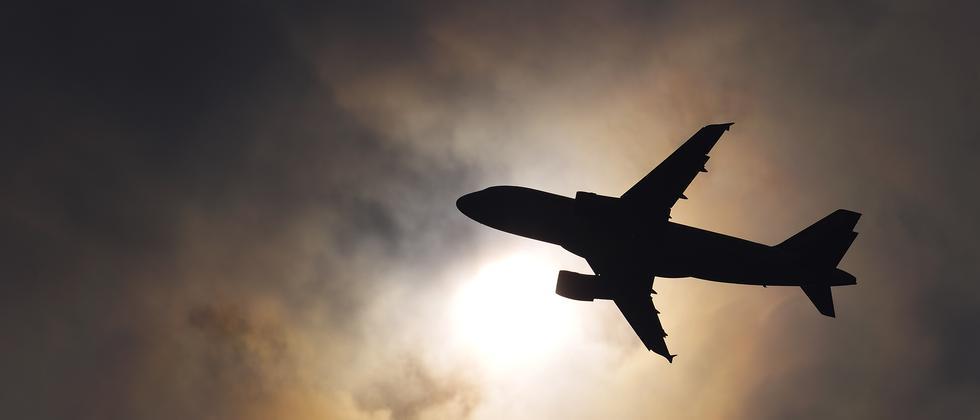 Klimaschutz: Fliegen muss stärker besteuert werden