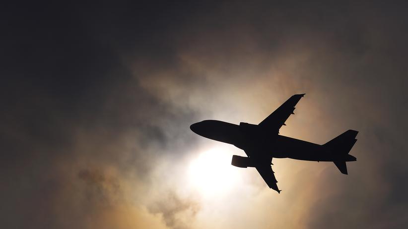 Klimaschutz: Ein Flugzeug nach dem Abflug in Genf
