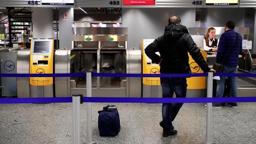 Luftverkehr: Flugbegleiter drohen mit Streiks im Juli bei Lufthansa