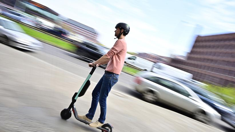 Elektroroller: Andreas Scheuer fordert härteres Vorgehen bei Verstößen mit E-Scootern