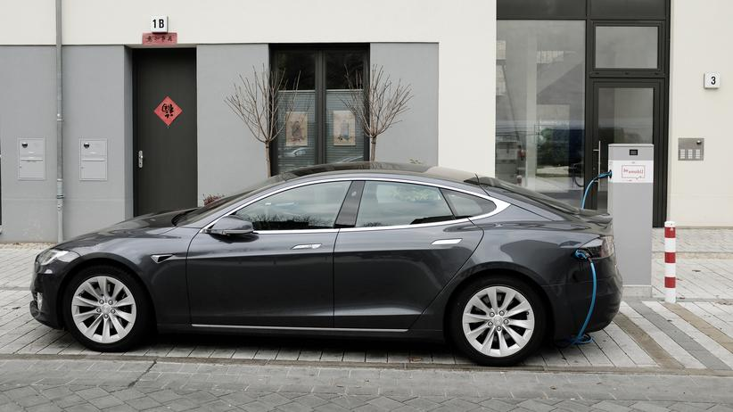Fahrschulen: TÜV und Fahrschulen streiten um Zulassung von E-Autos