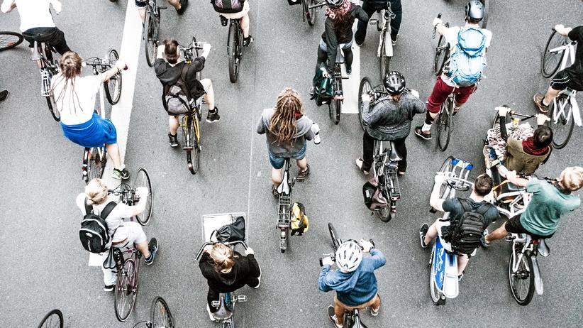 Andreas Scheuer: Fahrraddemo in Berlin
