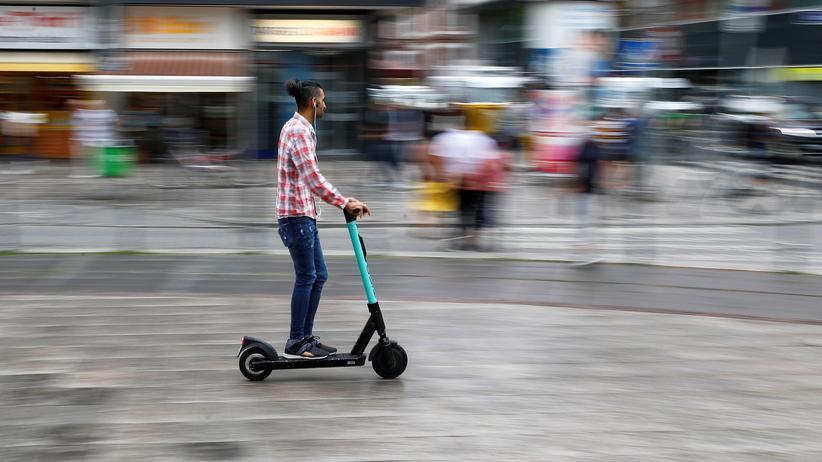 E-Tretroller: Kommunen und Anbieter einigen sich auf strengere Regeln