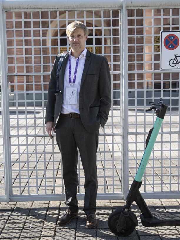 Verkehrsregeln komplett missachtet, aber glücklich: Claas Tatje