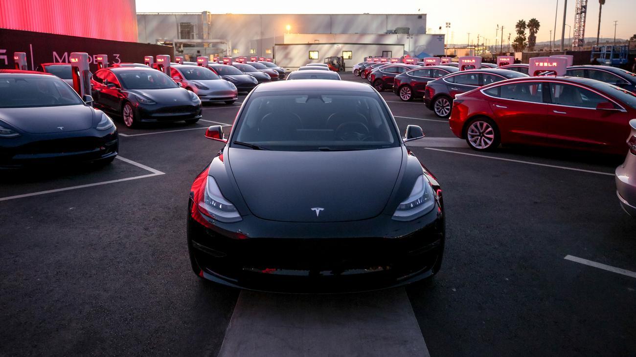 Tesla: Sparvariante für 45.000 Euro