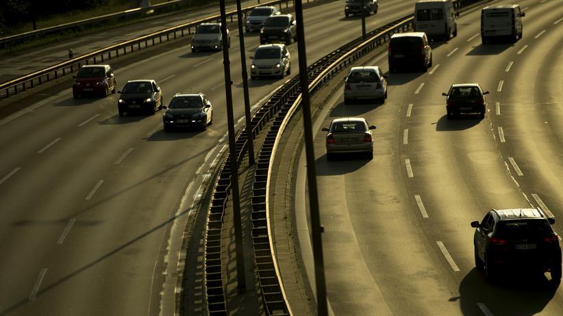 Klimaziele: Mit über 160 Millionen Tonnen CO2-Ausstoß im Jahr stagnieren seit 1990 die Verkehrsemissionen in Deutschland. Ohne viel höhere Preise wird sich nichts daran ändern, sagt das Umweltbundesamt.