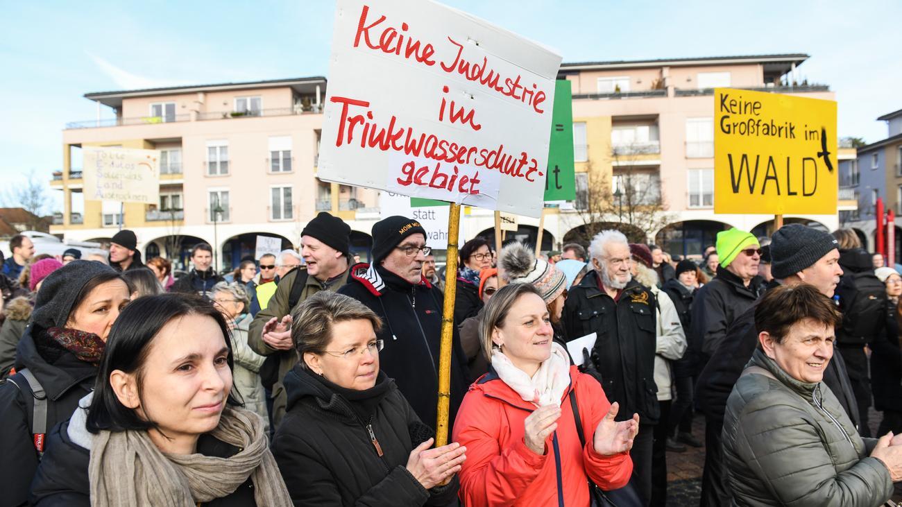 Brandenburg: Anwohner protestieren gegen Bau von Teslafabrik