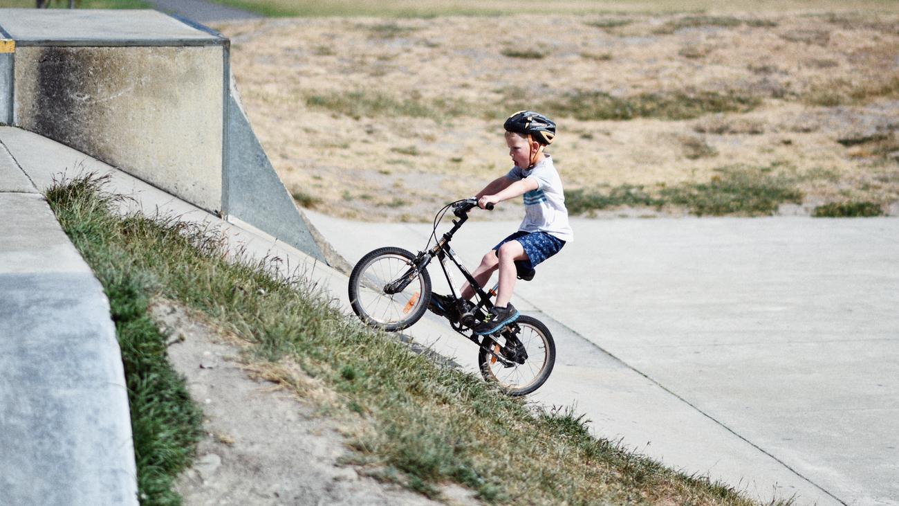 Verkehrssicherheit: Ab wann kann ein Kind mit dem Rad zur Schule fahren?