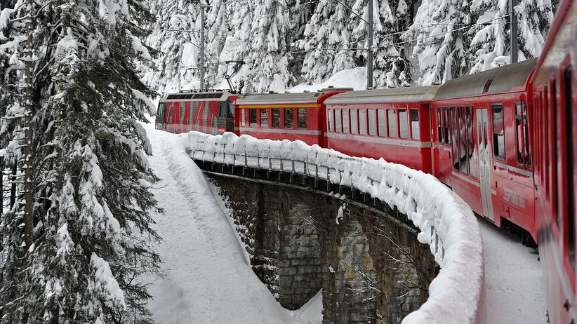 Schweiz: Ein Zug auf dem Weg nach Davos