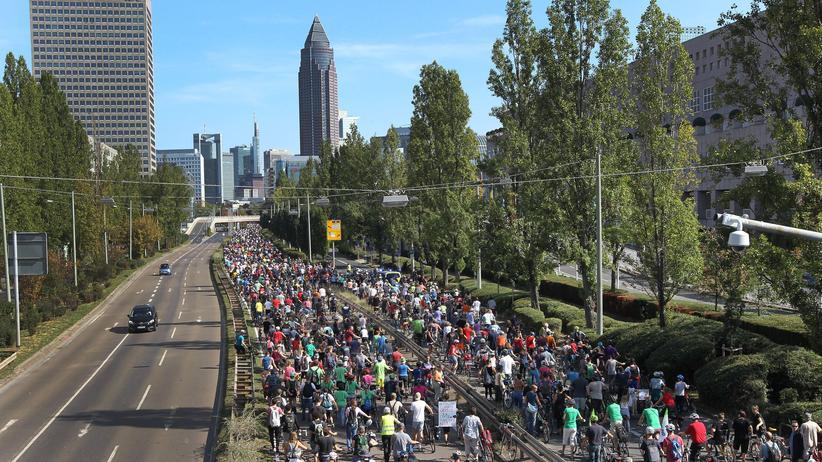 Reform der Straßenverkehrsordnung: Ein kleiner Schritt für die Sicherheit von Radfahrern