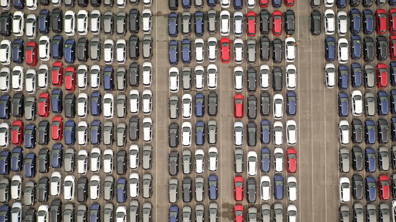 Weltwirtschaft: Setzt die Mehrwertsteuer auf Autos aus!