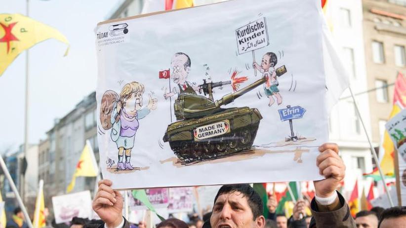 Verbotene Öcalan-Fahnen: Polizei stoppt Kurden-Demo in Köln