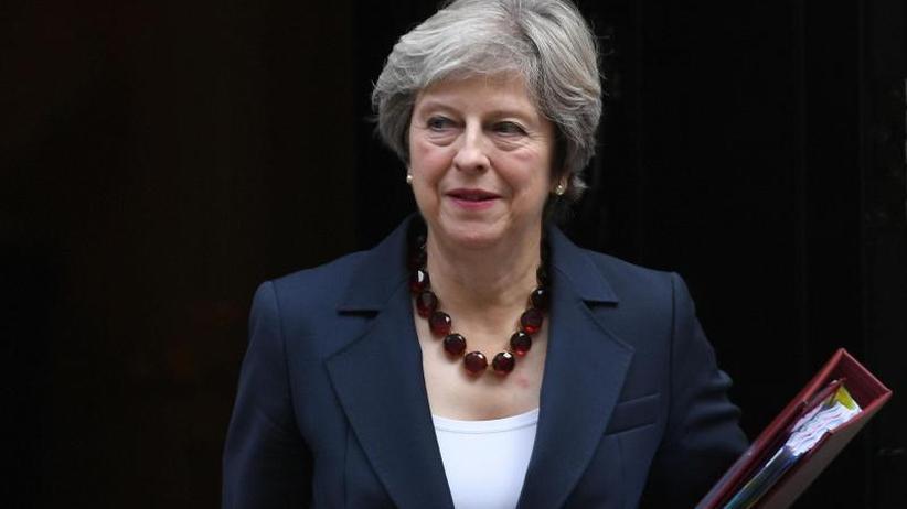Mays Basis bröckelt: Streit über Brexit-Übergangsphase in London