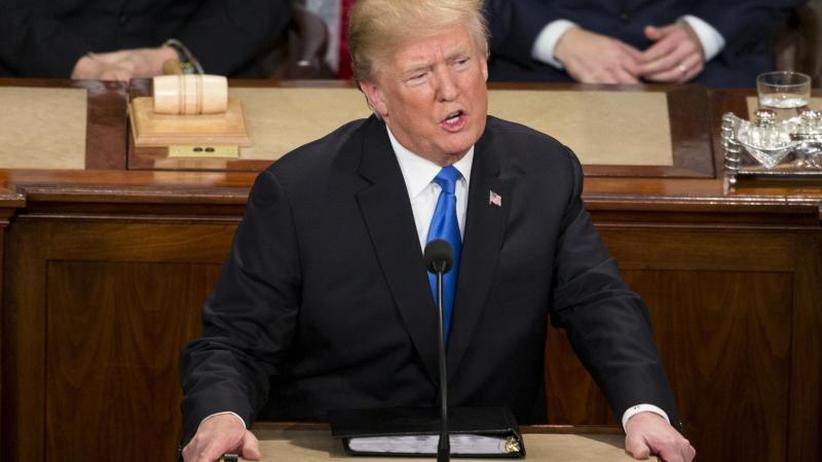 Milde, Härte, Vaterland: Trump, der Präsident von Tag zu Tag