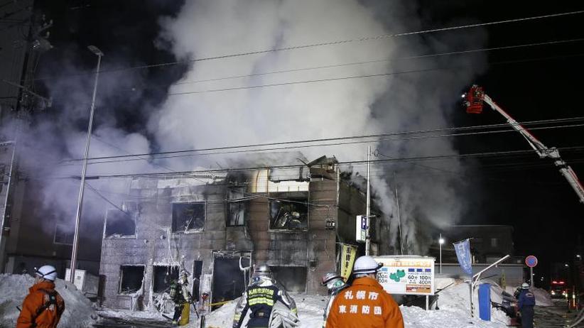 Flammen bis 20 Meter Höhe: Elf Tote bei Brand in japanischem Obdachlosenheim