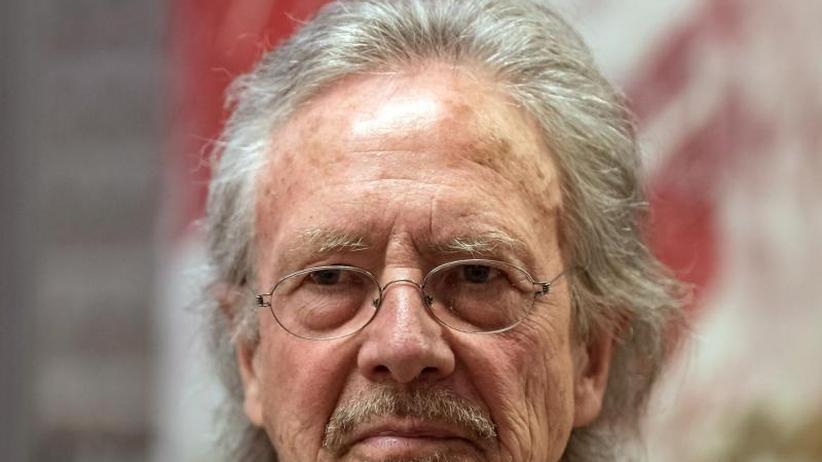 Auszeichnung: EinOrden und Stickgarn für Schriftsteller Peter Handke