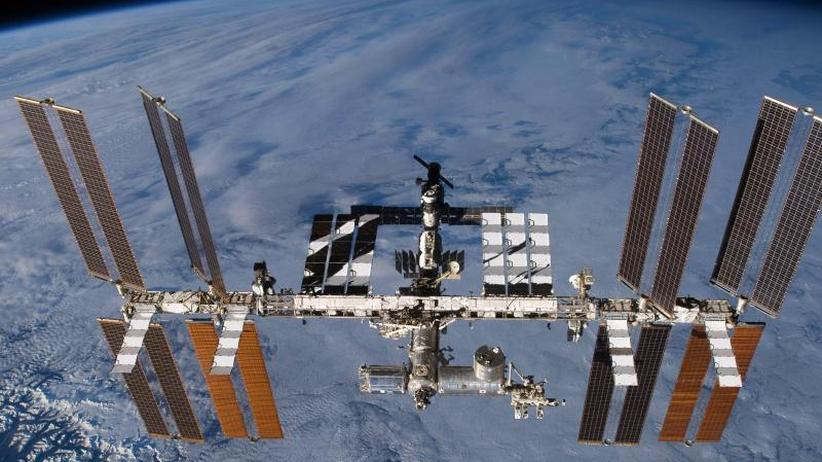 Verbindung zur Erde: Kosmonauten verbessern Funkkontakt zur ISS