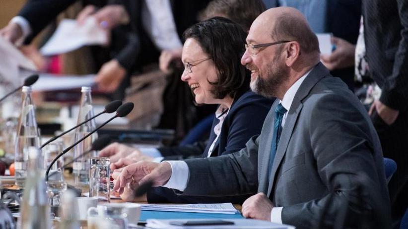 Bildung einer großen Koalition: Union und SPD beraten weiter