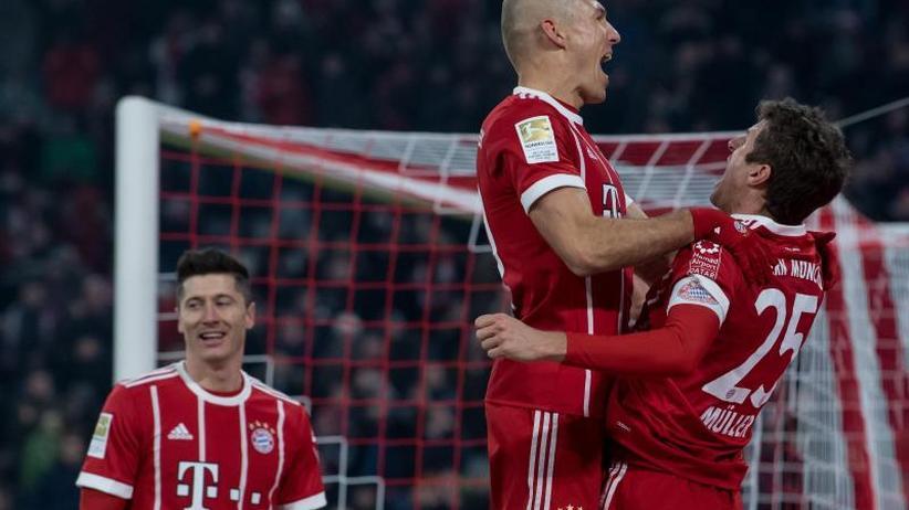 Lewandowski mit Rekord: Bayern siegen auch ohne Heynckes - Schalke verpasst Punkt