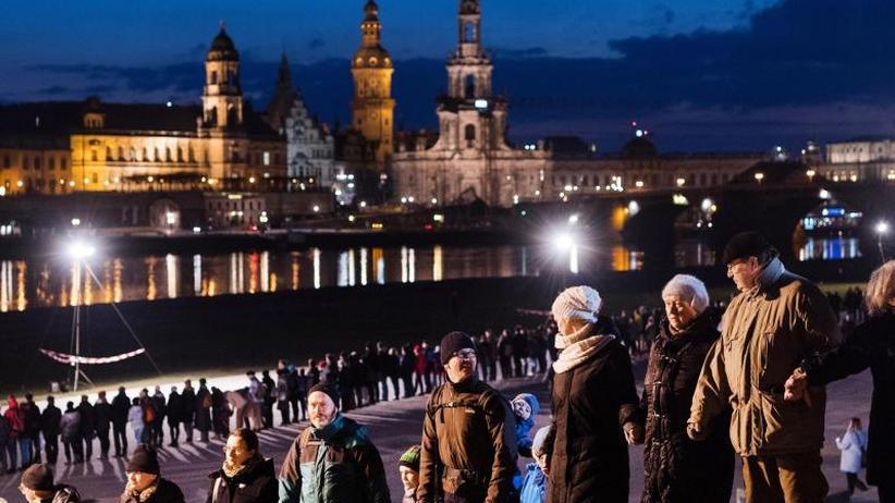 73. Jahrestag: Bürger gedenken der Opfer der Zerstörung Dresdens