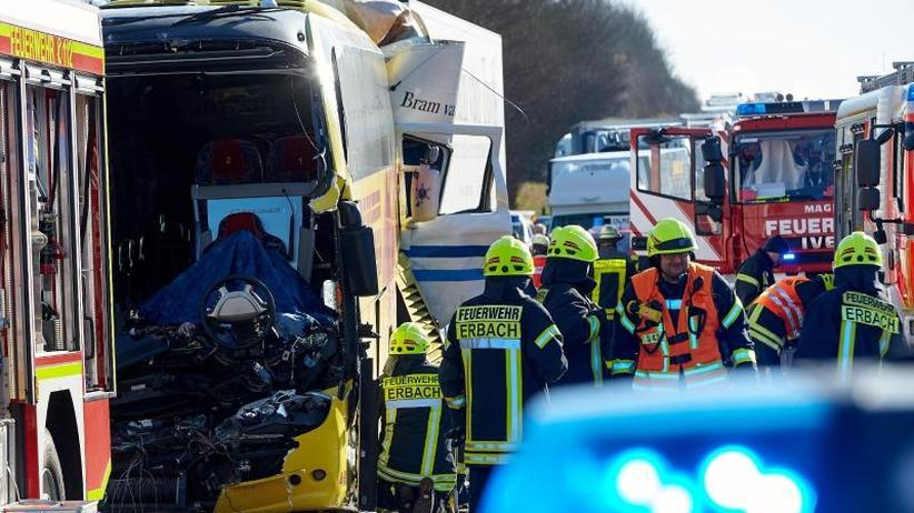 Schweres Unglück: Tote und Verletzte bei Unfall mit Fernbus auf A3