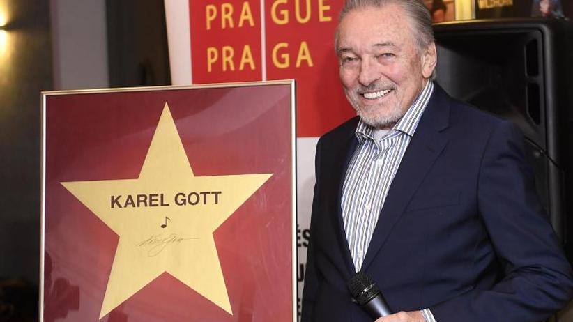 Eine Ehre: Schlagerstar Karel Gott bekommt Stern in Prag