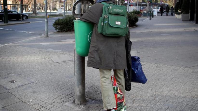 Spahn erntet Widerspruch: Umfrage: Armut ist in Deutschland ein Problem