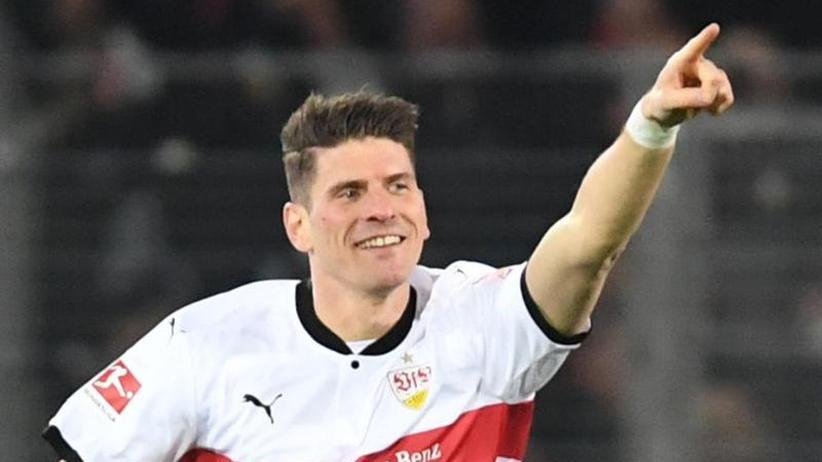 Stuttgarter Sieg: Tore statt Worte: Gomez beeindruckt Löw mit Doppelpack-Gala