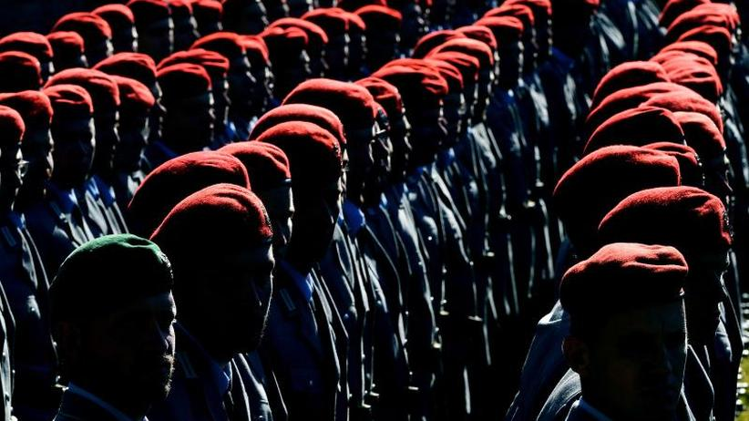 Imame für die Truppe: Wehrbeauftragter: Brauchen muslimische Bundeswehr-Seelsorger