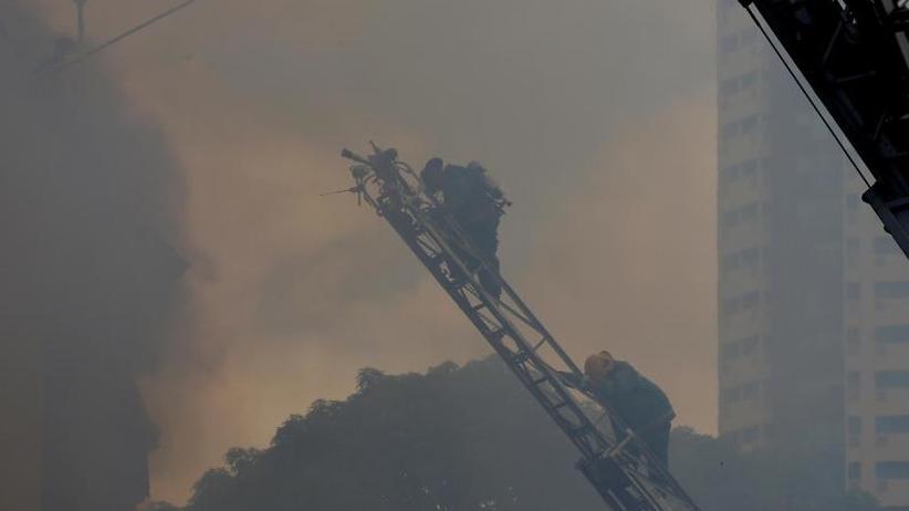 Mindestens drei Tote: Touristenhotel in Manila in Flammen
