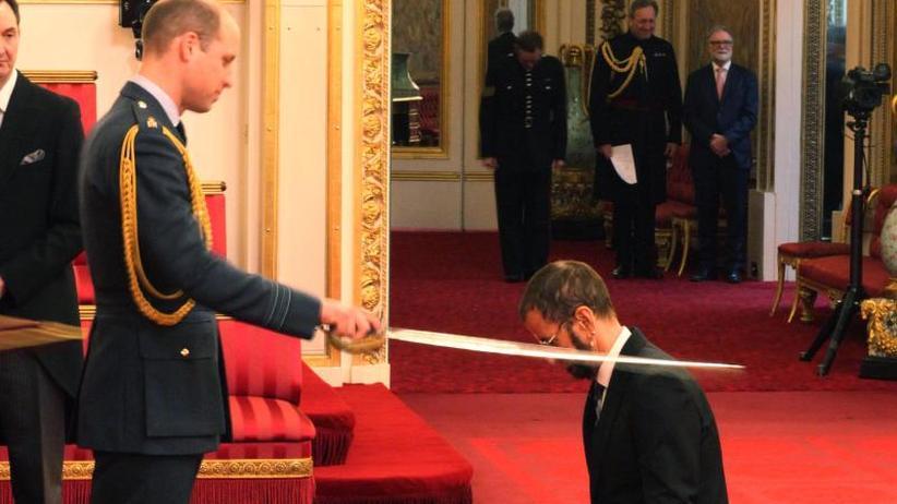 Beatles-Schlagzeuger: Ringo Starr zum Ritter geschlagen