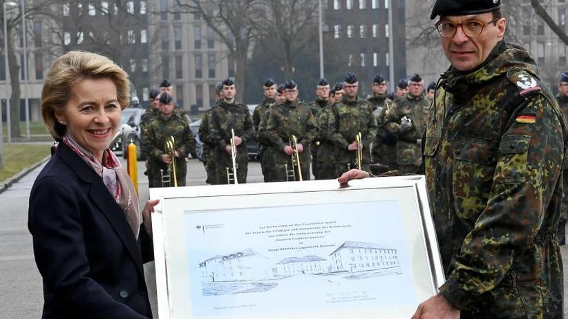 Namenswechsel in Hannover: Leyen gibt der Bundeswehr neues Traditionsverständnis vor