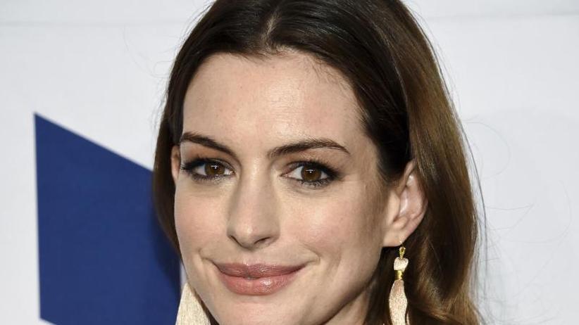 Gewichtszunahme für Rolle: Anne Hathaway warnt Kritiker mit Fitness-Video