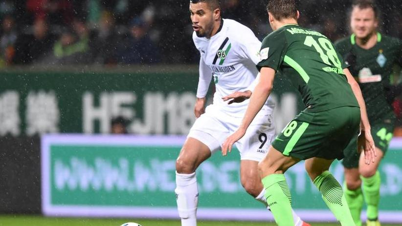 Bundesliga Freitagsspiel: Duell derGegensätze: Taumelnde 96er gegen Werder-Wende