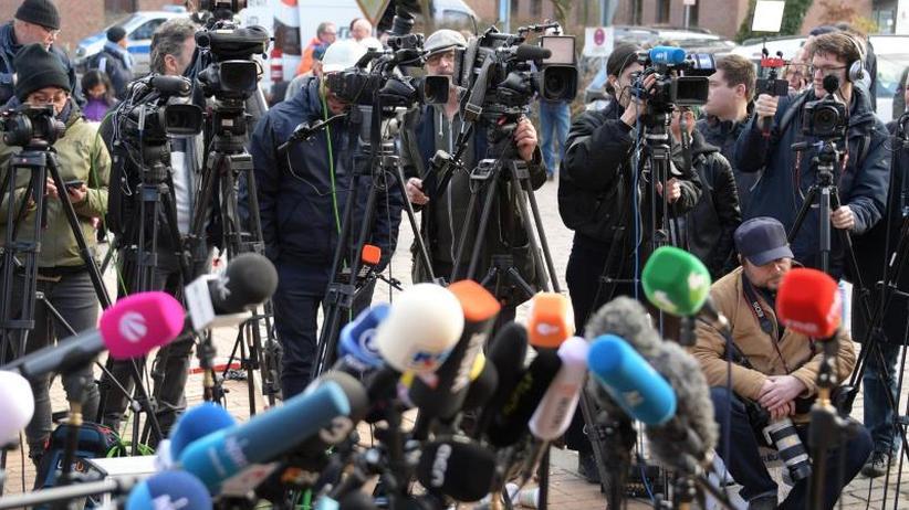Unter strengen Auflagen: Puigdemont aus JVANeumünster Gefängnis entlassen